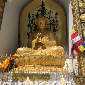 サンティパゴダの仏像